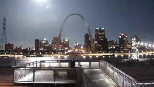 Saint Louis: bolide illumina il cielo durante la notte