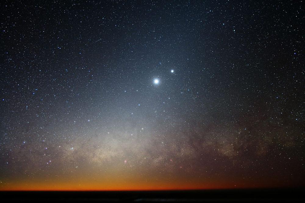 Congiunzioni: lo spettacolo della Luna con Venere, Saturno e Giove