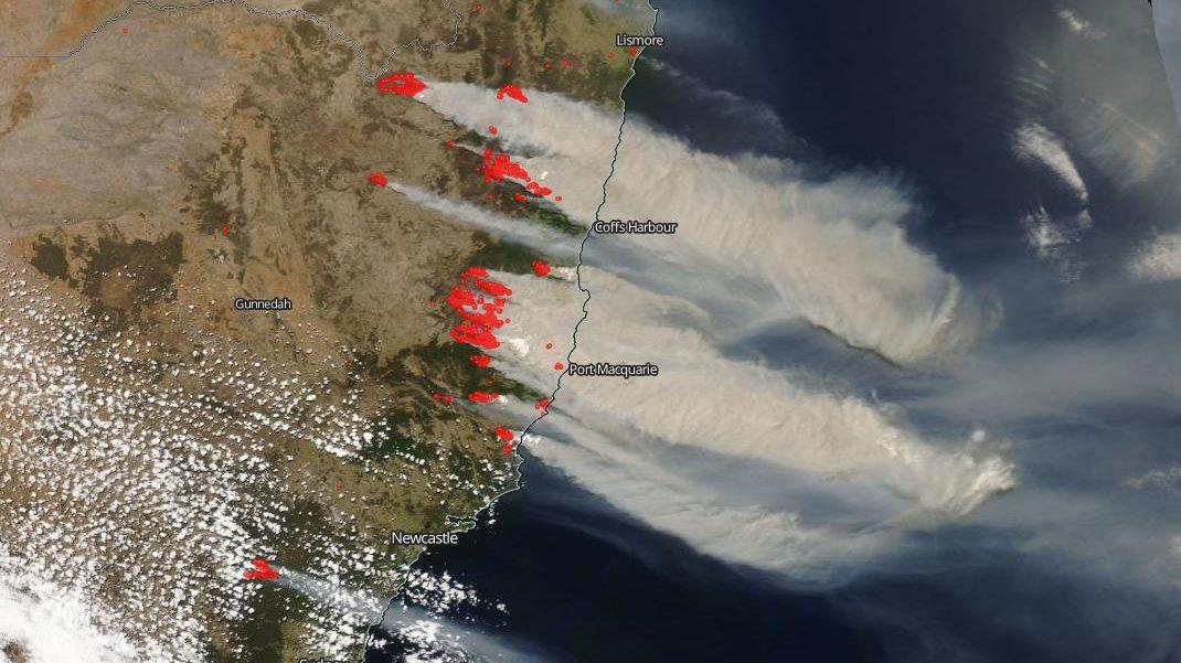 Australia: incendi 'apocalittici' nell'est del paese. Le immagini della NASA
