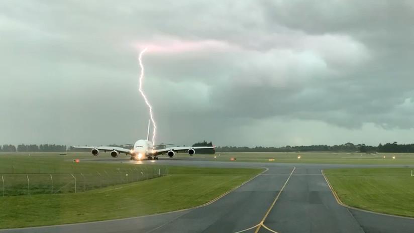 Fulmine colpisce un aereo passeggeri in Nuova Zelanda