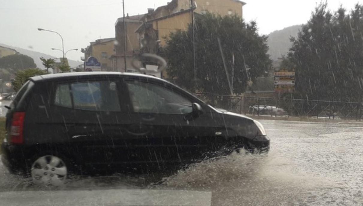 Maltempo Umbria, grandinata intensa colpisce Perugia