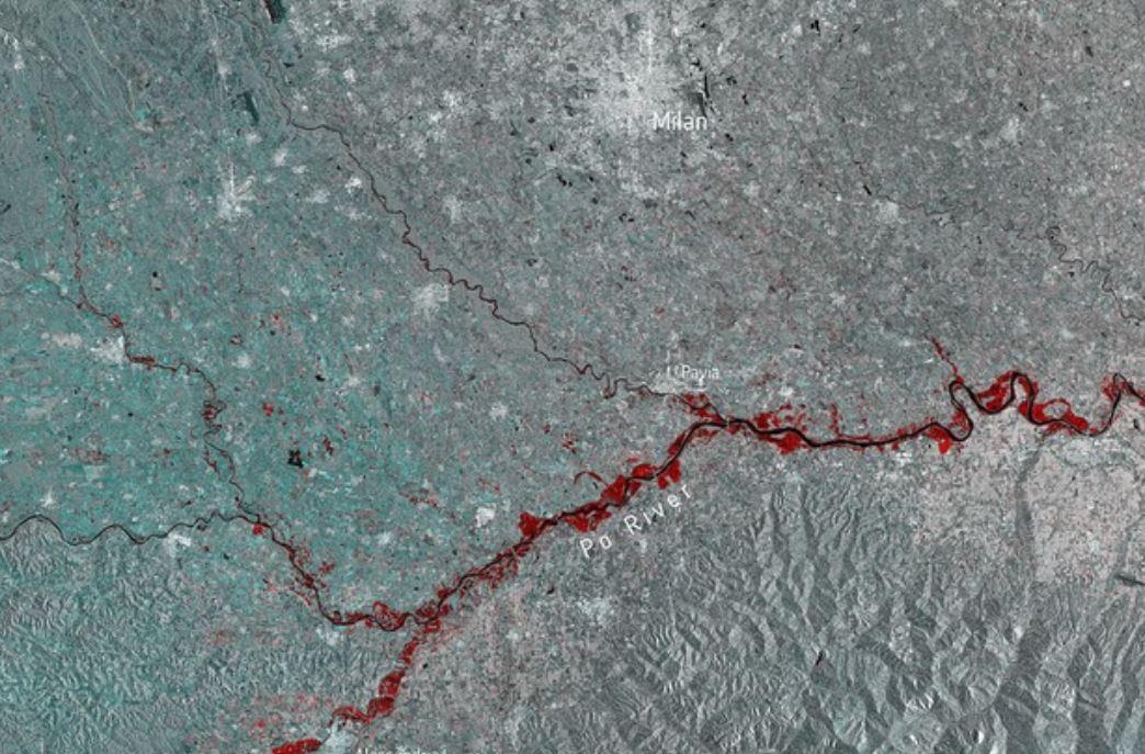 L'alluvione in Italia vista dal satellite, sembra una enorme ferita
