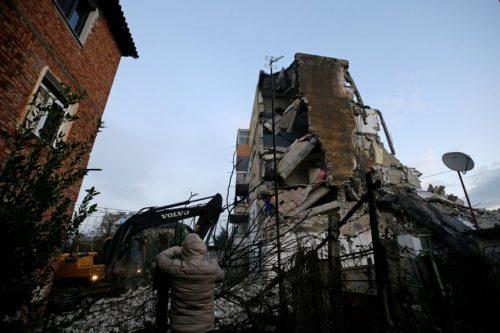 Terremoto Albania: crollano edifici a Durazzo e Tirana