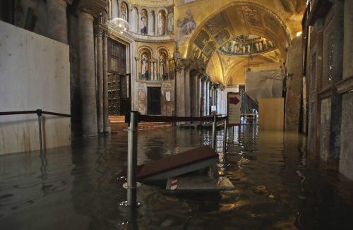 Venezia sott'acqua: 2 morti e danni incalcolabili