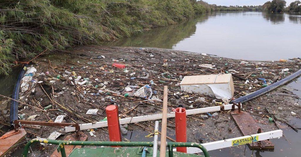 Tevere: la diga anti plastica funziona. Raccolta mezza tonnellata di rifiuti