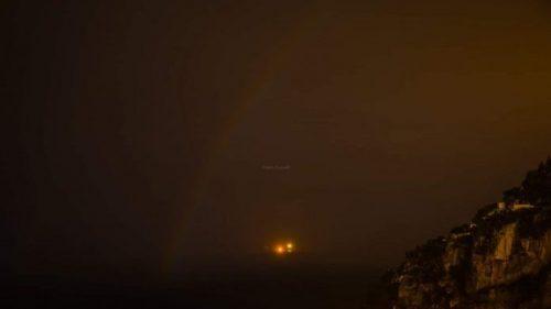 Arcobaleno lunare: l'evento rarissimo fotografato in Costiera Amalfitana