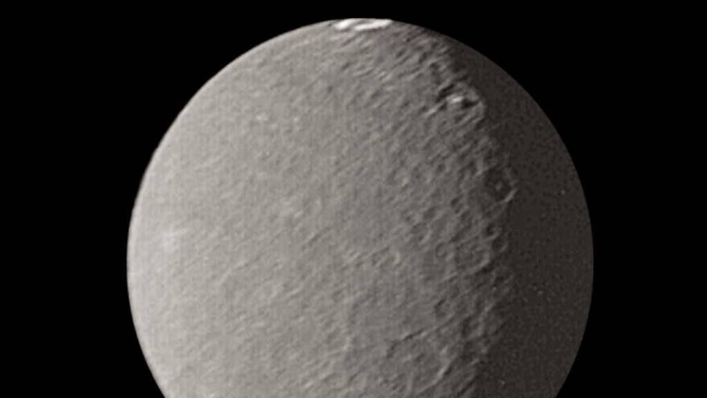 Umbriel: il satellite di Urano con un misterioso anello luminoso