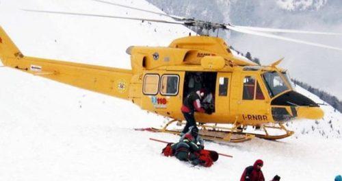 Si stacca una lastra di ghiaccio, uomo precipita per 100 metri: è grave
