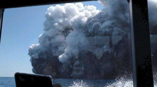 Spaventosa eruzione vulcanica in Nuova Zelanda, molti turisti coinvolti: almeno 5 morti