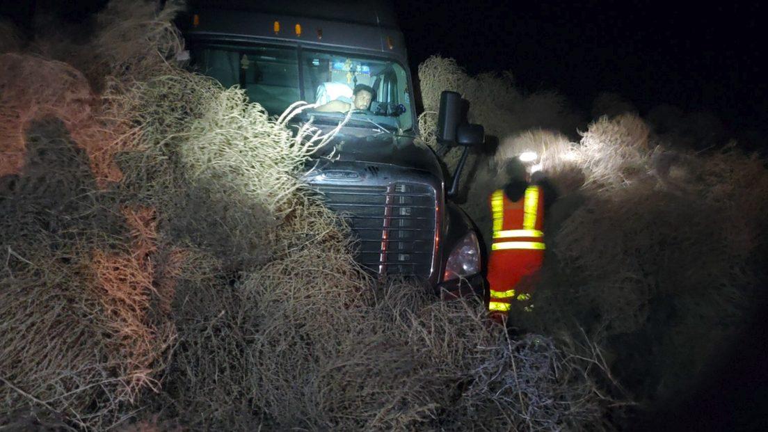 'Palle di fieno' intrappolano automobilisti nella notte di Capodanno