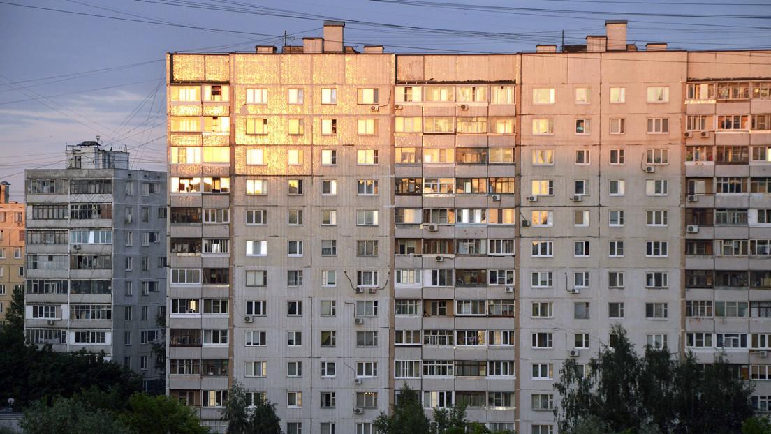 Russia: donna precipita dal nono piano. Illesa