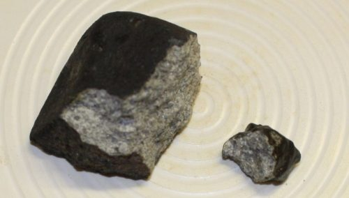 Trovato frammento del meteorite caduto in Italia: lo ha scoperto un ciclista