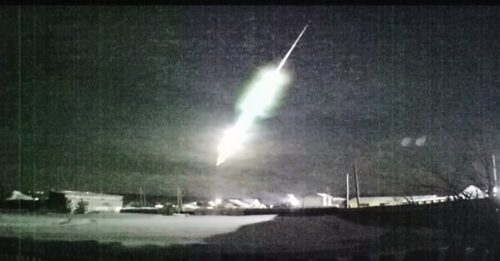 Un bolide incredibilmente luminoso illumina il cielo in Siberia