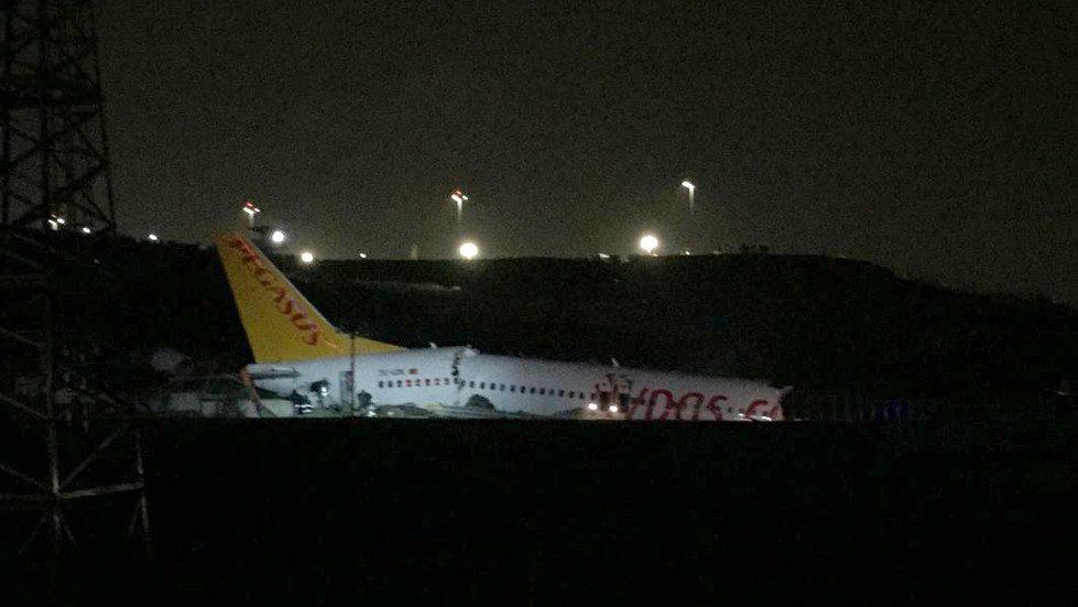 Turchia: aereo va fuori pista e si spacca in tre pezzi