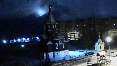 Bolide azzurro illumina il cielo in Russia