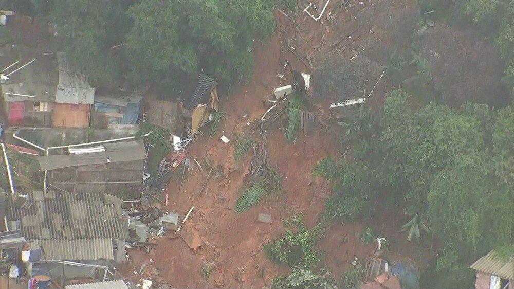 Brasile: una frana seppellisce le case a Osasco