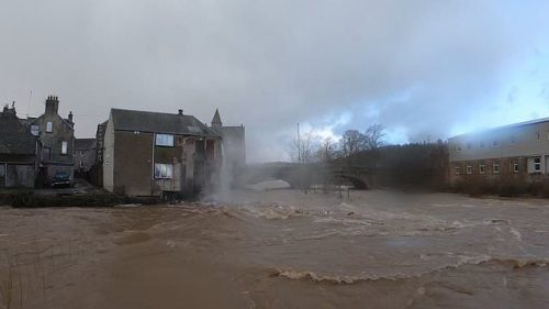 Scozia: la tempesta Ciara provoca il crollo di hotel. Il video