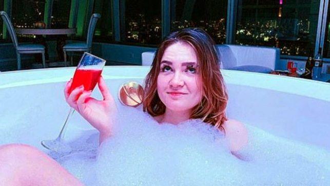 Ghiaccio secco nella piscina: tre morti al compleanno dell'influencer russa