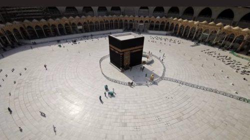 Il Coronavirus svuota la Kaaba in Arabia Saudita