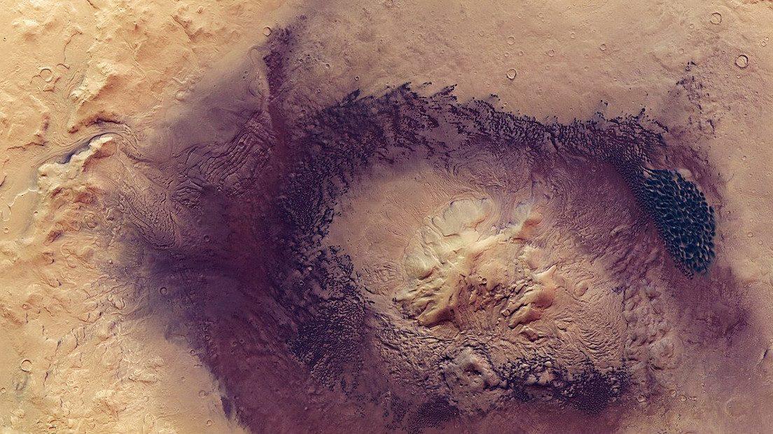 Marte: la sonda Mars Express cattura il cratere Moreux
