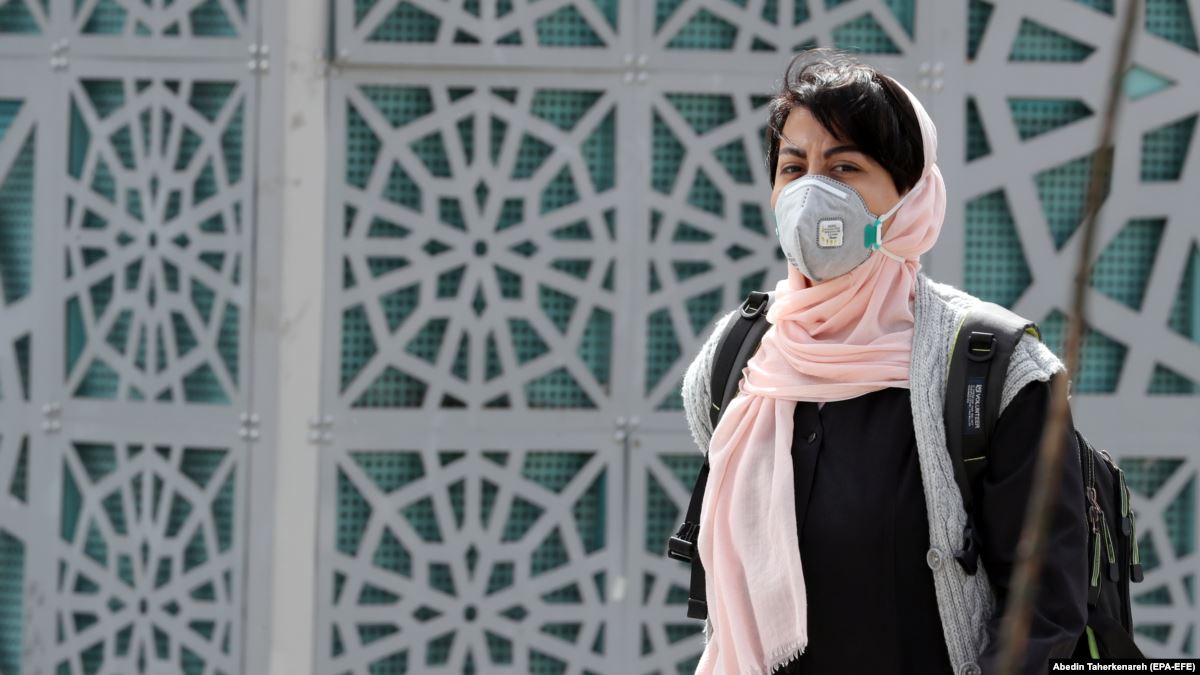 Iran: i morti superano i 100. Chiusure scuole e università