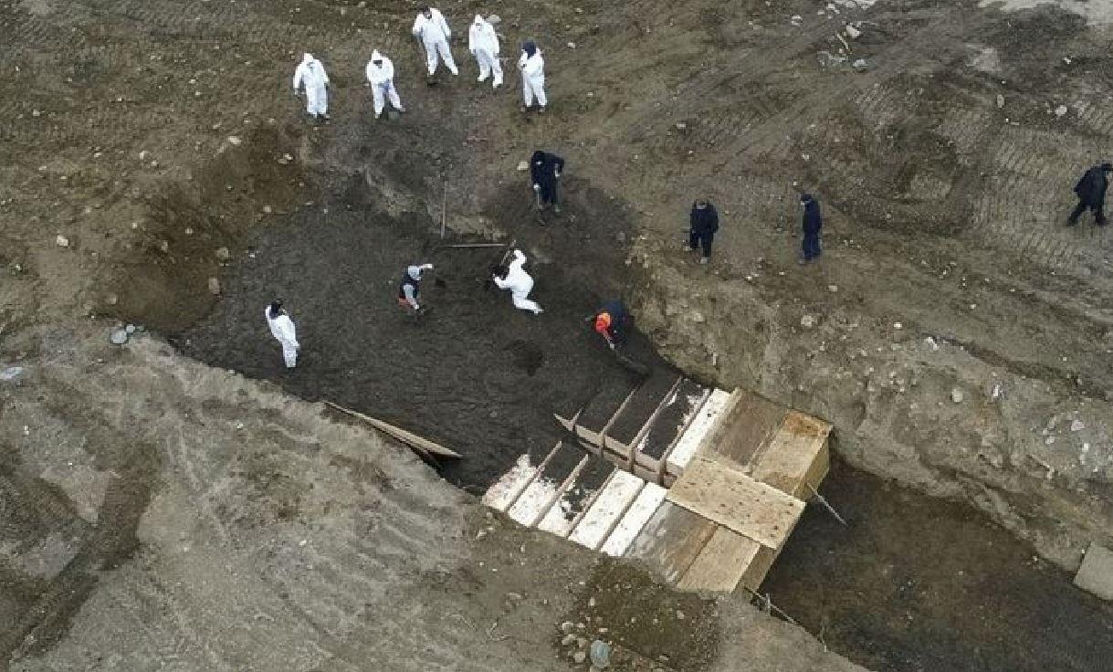 Coronavirus Usa, decine di corpi di morti per Covid-19 sepolti nelle fosse comuni di Hart Island