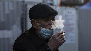 Fumare aumenta le possibilità di contrarre il Coronavirus?