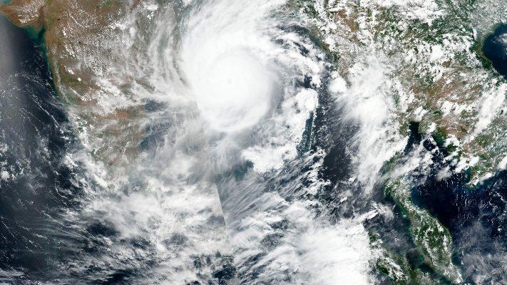 Il ciclone si avvicina alle coste: India e Bangladesh evacuano 1 milione di persone