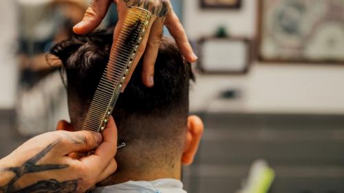 Caltanissetta: barbiere 'a domicilio' positivo a COVID-19. Allarme per 40 famiglie