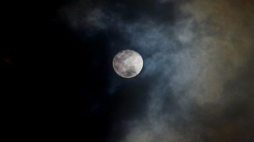 Spazio: risolto il mistero dell'oscuramento della Luna di mille anni fa