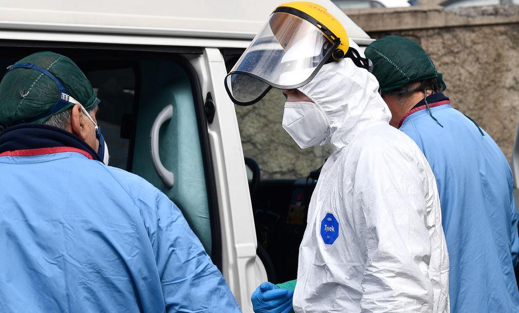 Tredicenne positivo al Coronavirus dorme in auto: trasferito in Covid hotel