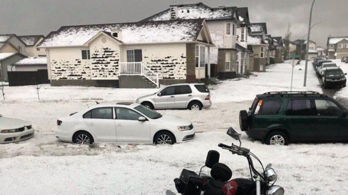 Canada: grandinata record distrugge le abitazioni a Calgary