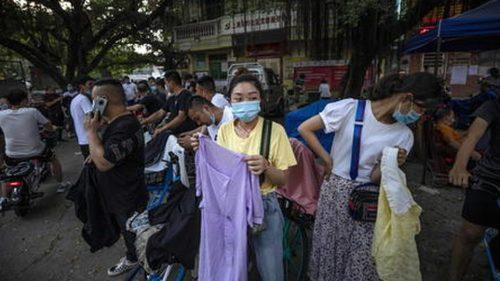 Pechino: focolaio di coronavirus nel mercato. Imposto nuovo lockdown