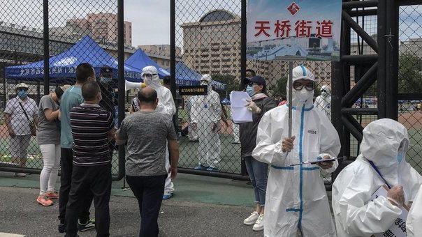 Nuovo focolaio di coronavirus in Cina: cancellati 1.255 voli da Pechino