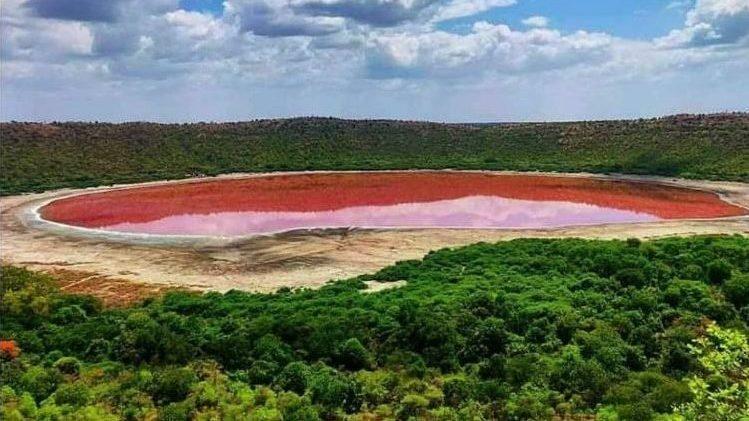 India: il Lago di Lonar cambia colore in poche ore