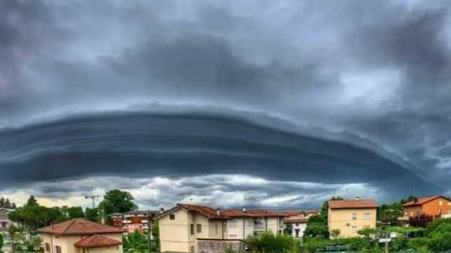 Maltempo: paurosa shelf cloud in Friuli Venezia Giulia