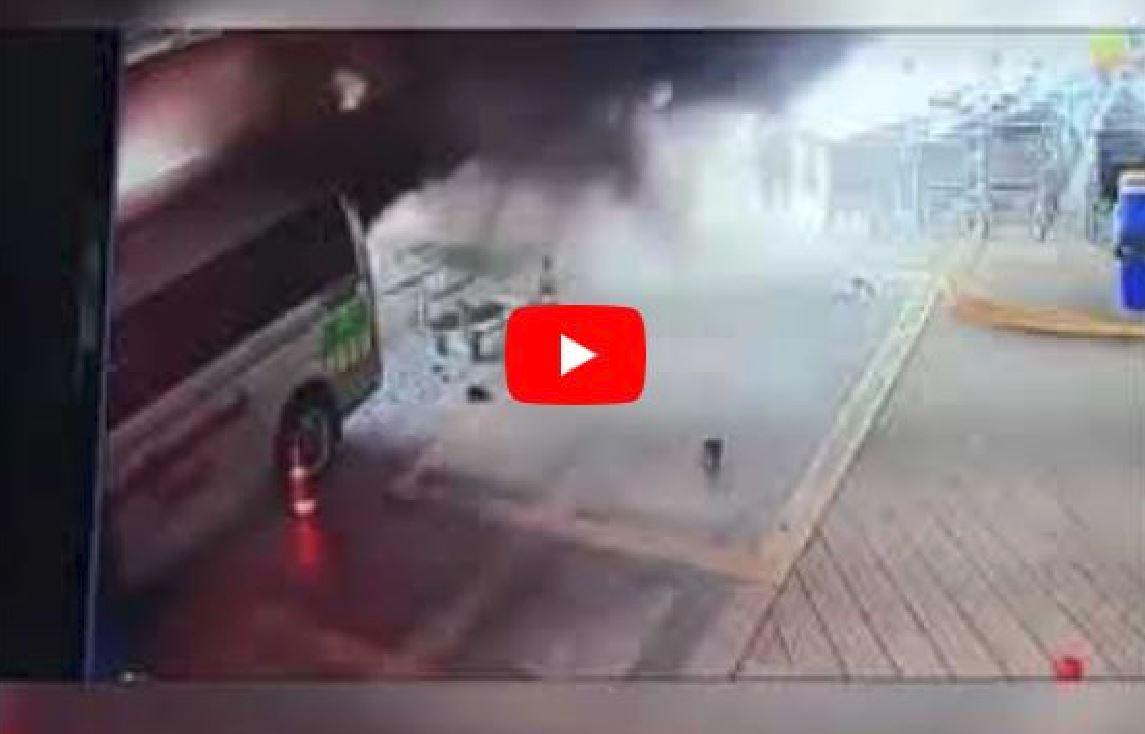Esplode bombola di ossigeno su un'ambulanza: fuggono tutti, anche il paziente in barella