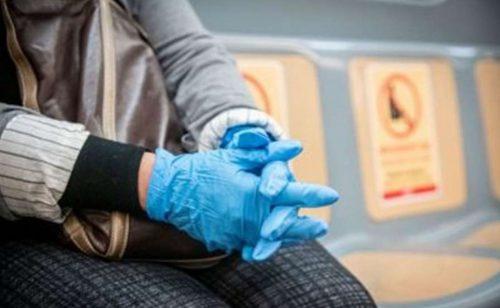 """Coronavirus, l'Oms cambia idea sui guanti: """"Non indossarli, neanche al supermercato"""""""