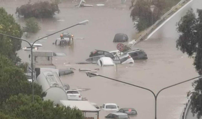 Spaventosa alluvione lampo a Palermo, auto trascinate via: mai così tanta pioggia dal 1790