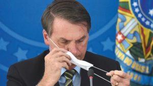 Bolsonaro negativo al coronavirus, ma ancora in cura. 'Ho la muffa nei polmoni'