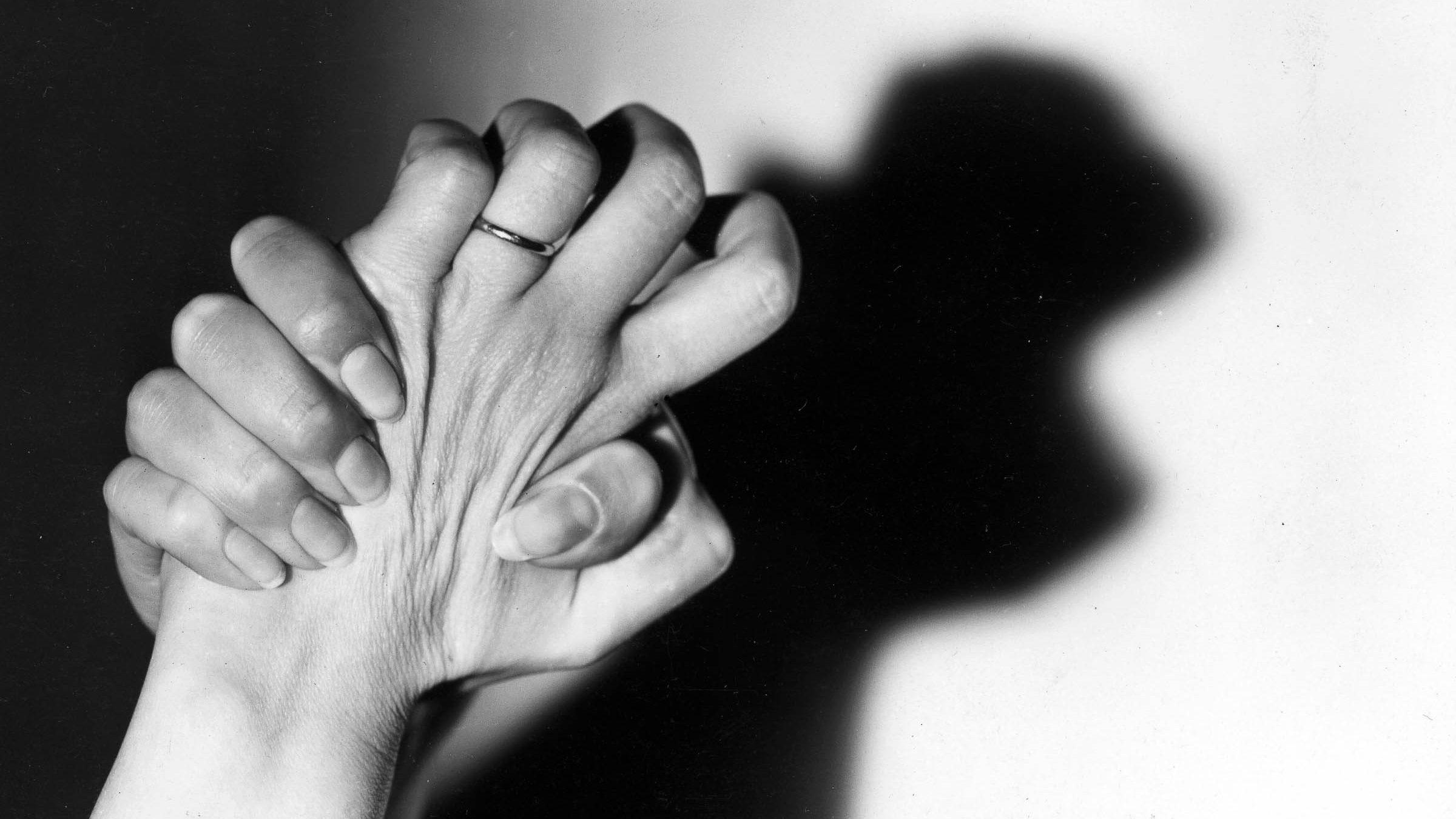 Stanchezza, problemi respiratori e psichici: i sintomi che tormentano i guariti dal COVID