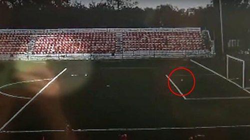 Russia: calciatore colpito da un fulmine. Il video