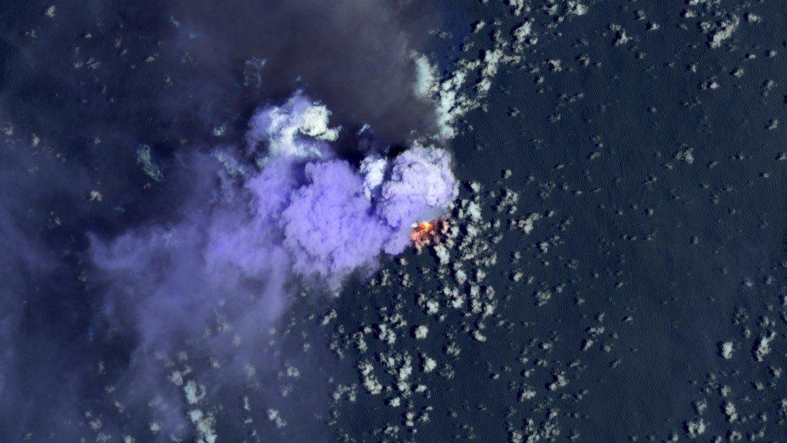"""Giappone: continua a """"crescere"""" l'isola di Nishinoshima"""