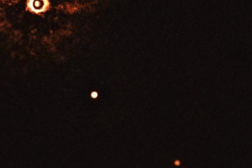 Spazio: la prima immagine di 2 esopianeti intorno ad una stella simile al Sole