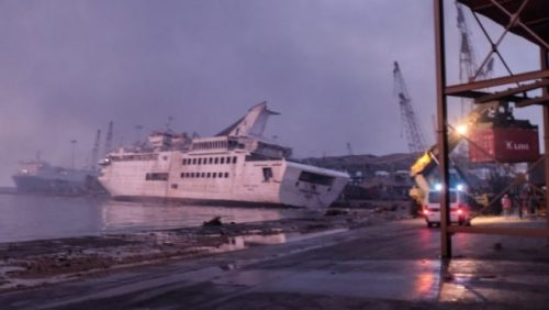 Esplosione Beirut: affonda  nave da crociera Orient Queen