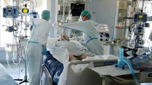 COVID-19: a Napoli pieno il reparto di terapia sub intensiva del Cotugno. Raddoppiano i ricoveri all'Ospedale del Mare