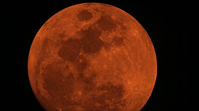 Argentina: gli incendi tingono di rosso la Luna