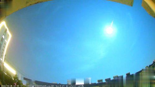 Bolide illumina il cielo in Cina producendo boom sonico