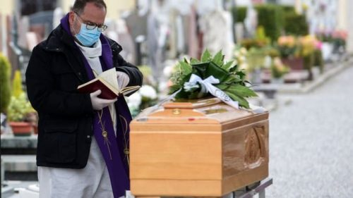 Coronavirus: la disinformazione ha causato 800 morti in tutto il mondo