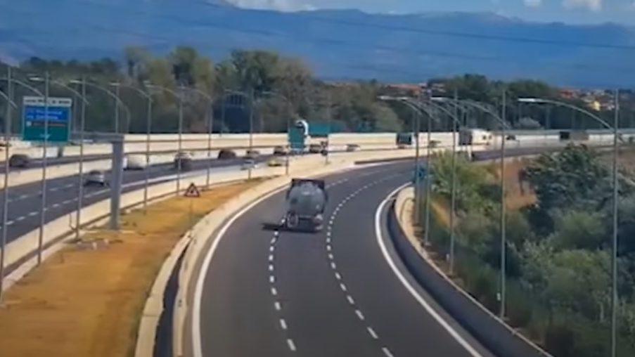 Terremoto Castelli Romani: la scossa ripresa dalle telecamere dell'A24